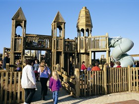 Jubilee Park Adventure Playground - Attractions