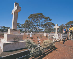 Coolgardie Cemetery - Attractions