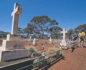 Old Pioneer Cemetery Coolgardie - Attractions