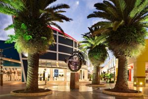 Harbour Town Outlet Shopping Centre - Attractions
