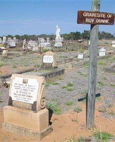 Blackall Cemetery - Attractions