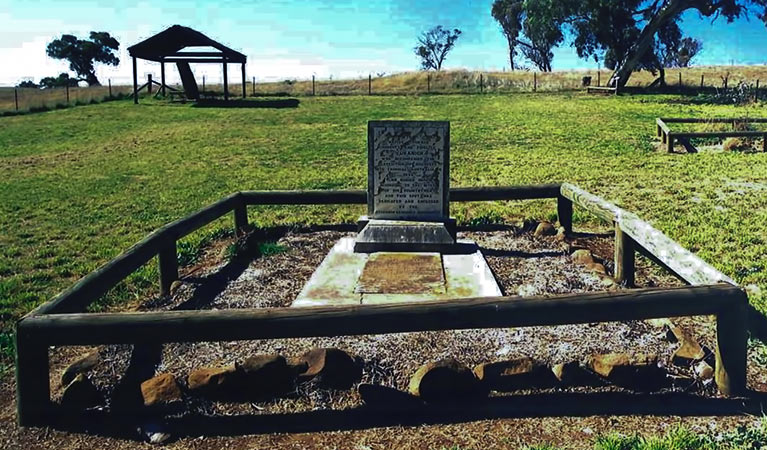 Yuranighs Aboriginal Grave Historic Site - Attractions