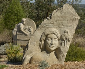 Heritage Sculptures at Pensioners Hill Lookout