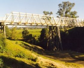 Vacy Bridge over Paterson River - Attractions