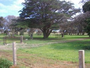 Old Cemetery Kingscote - Attractions