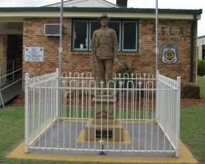 Soldier Statue Memorial Chinchilla - Attractions