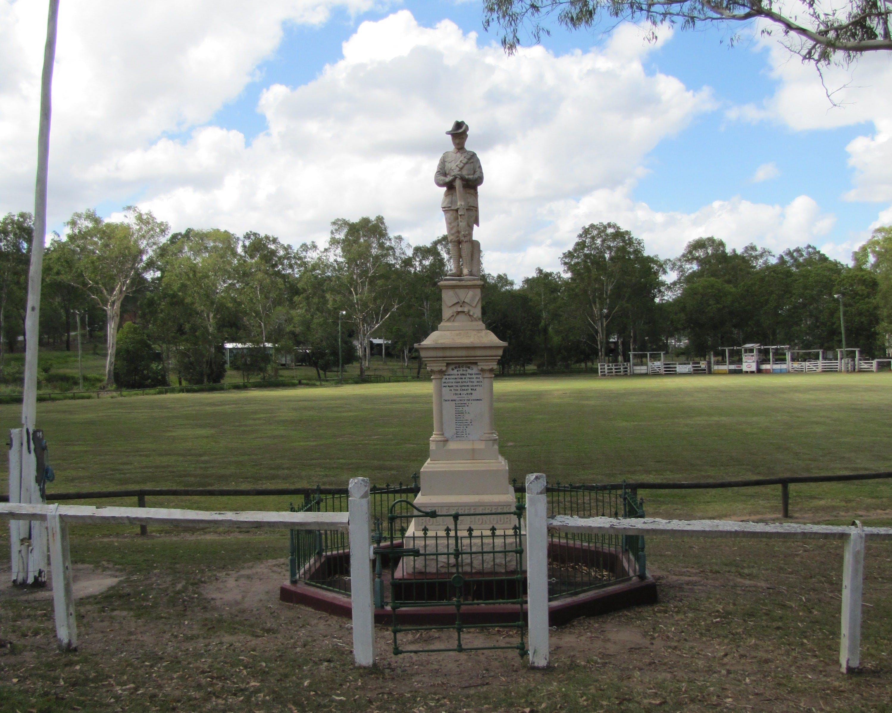 Apple Tree Creek War Memorial - Attractions